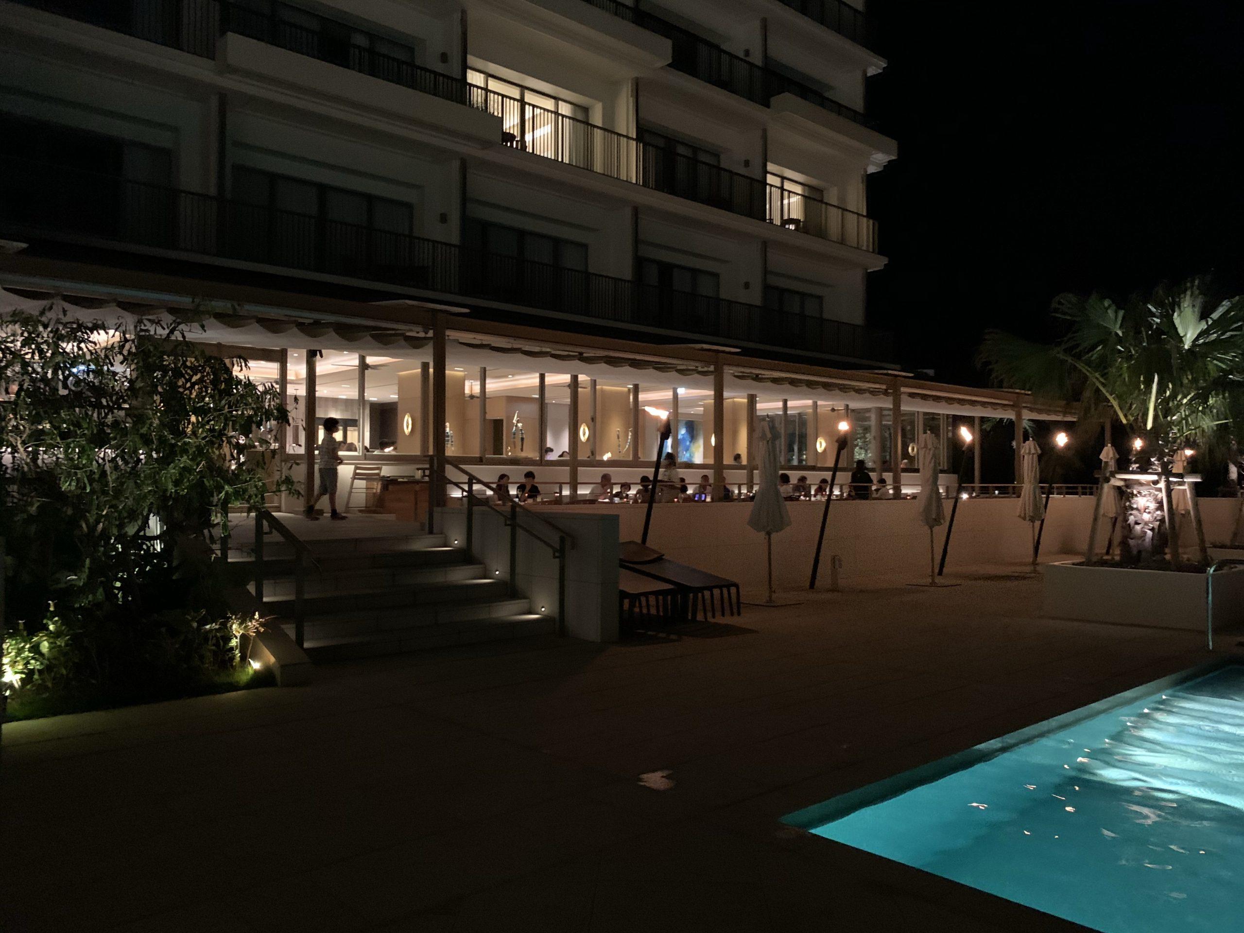 SALTIDA夜のプール